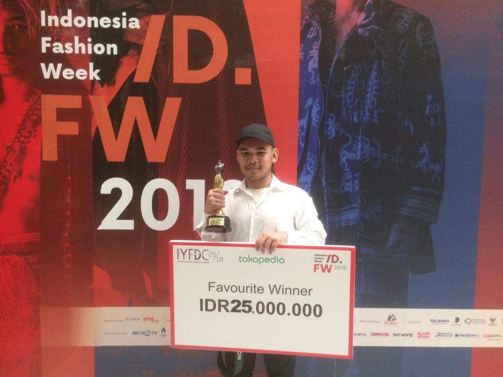 Ivan Rizky Pratama, mahasiswa Seni Rupa Peraih Favorite Winner dalam ajang Indonesia Young Fashion Designers Competition 2018