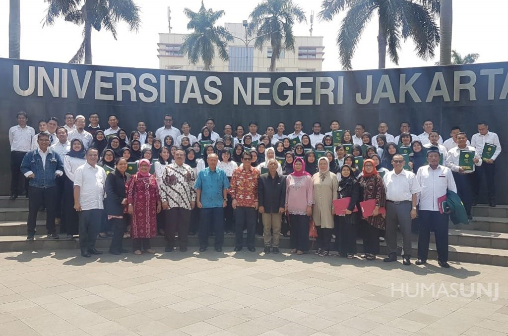 Acting Rector of UNJ handed over Decree and Letter of Duty Commitment (SPMT) of Civil Servant Candidate of Lecturer