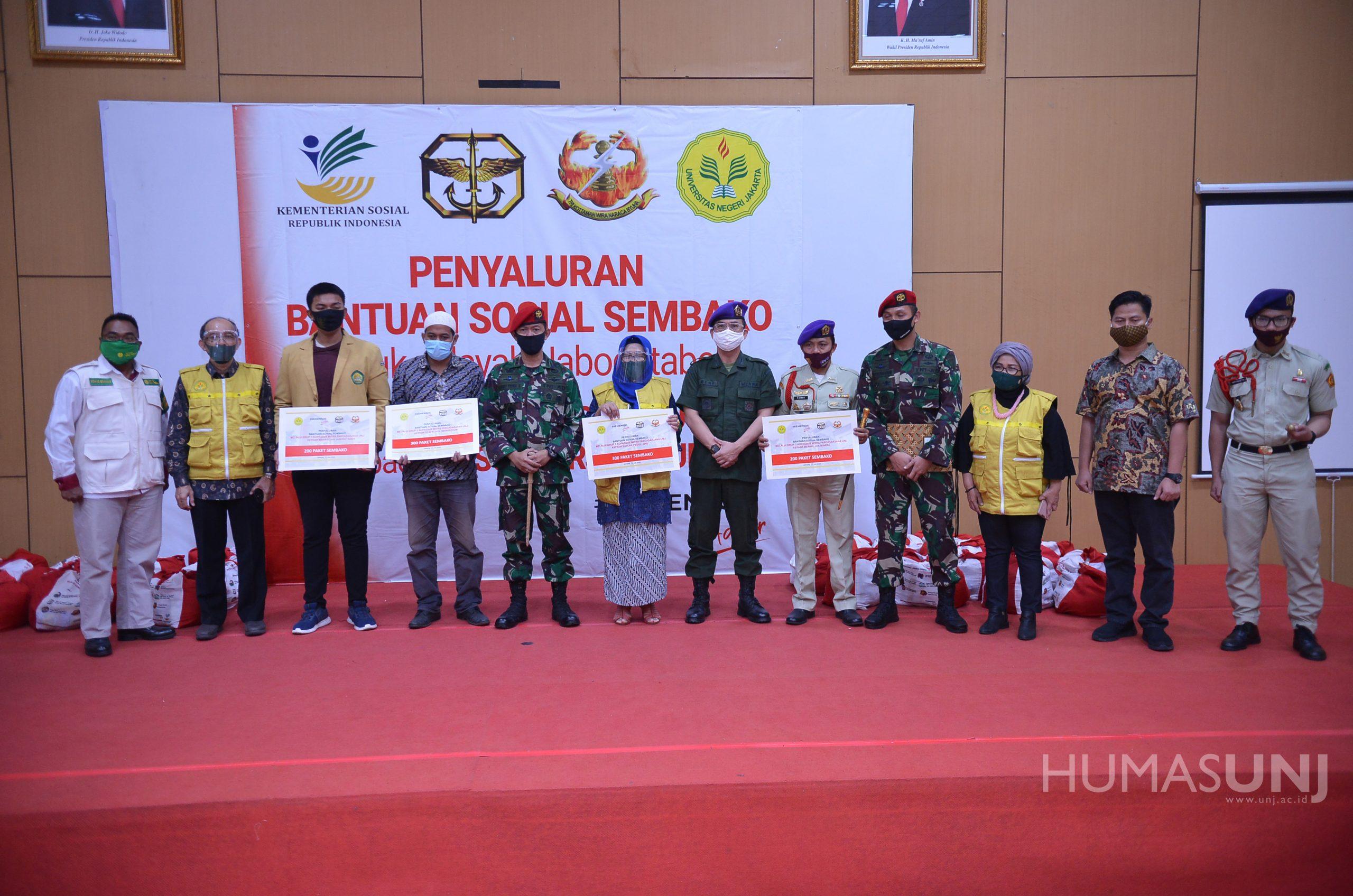 Komandan Grup 3 Kopasus menyalurkan 300 Paket Bantuan Sosial kepada Sivitas Akademika UNJ