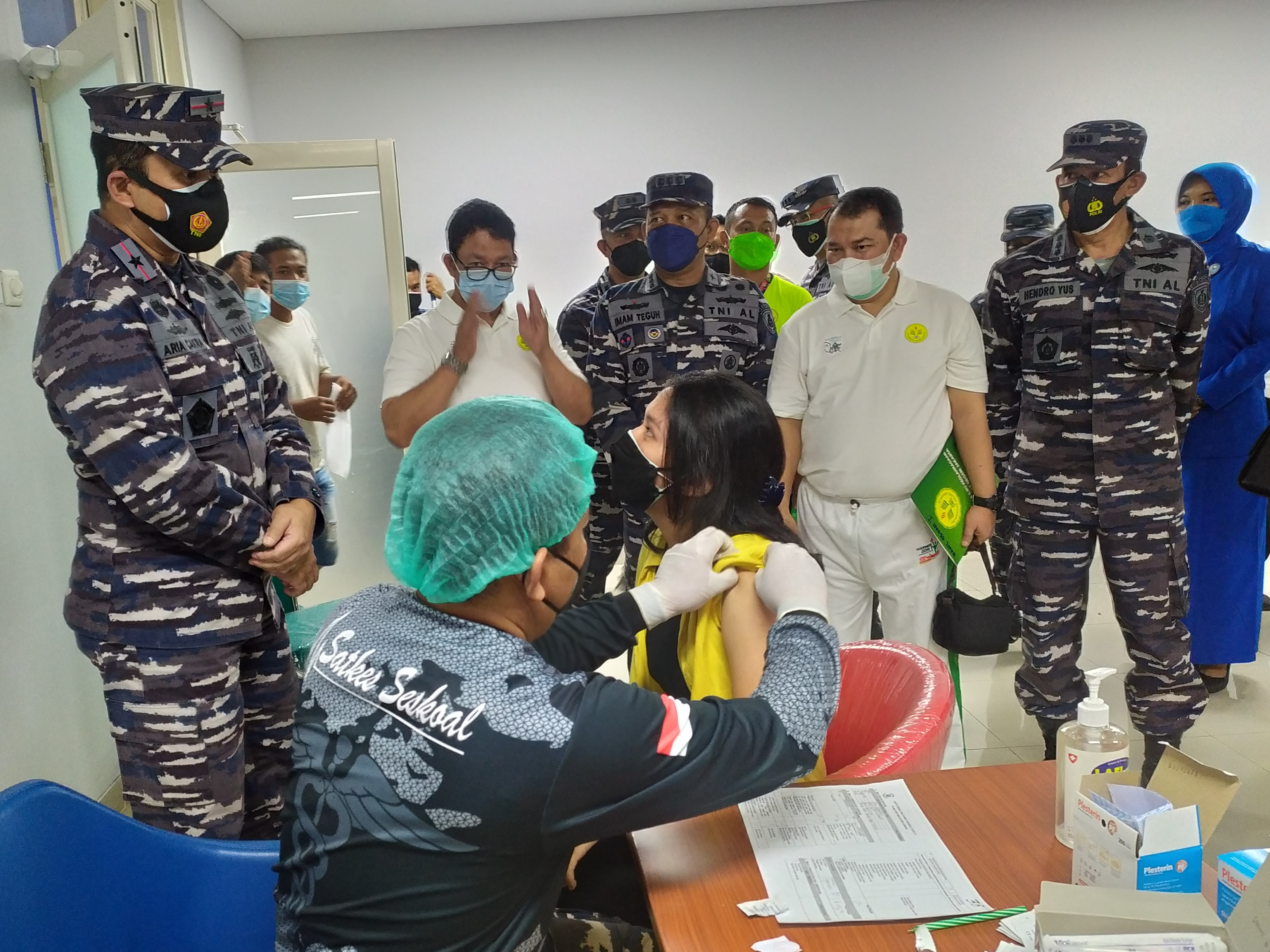 500 Dosis Vaksinasi Bagi Masyarakat UNJ bersama Sekolah Staf dan Komando TNI Angkatan Laut